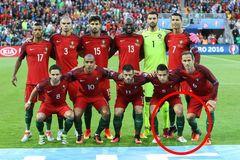 Ronaldo lại giở trò ăn gian chiều cao