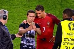 Fan cuồng phát khóc khi được tự sướng với Ronaldo