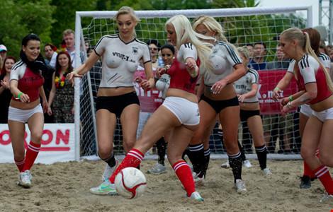 Người mẫu nóng bỏng, EURO 2016, Đức, CH Ailen, body painting