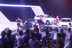 Ôtô tăng giá 200 triệu: Xếp hàng nửa năm mới có xe