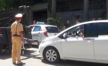 Nữ tài xế không chấp hành hiệu lệnh, quay phim dọa CSGT