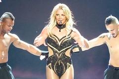 Britney Spears gây sốc với loạt đồ diễn sexy như nội y