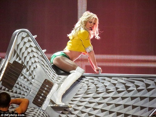 Britney Spears, Britney Spears gây sốc