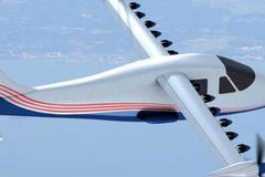 NASA phát triển máy bay chạy bằng... điện