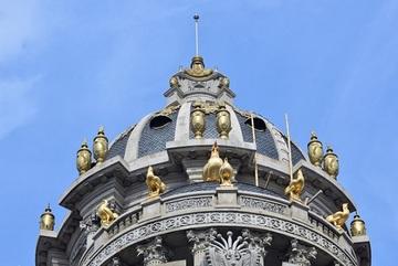 Toàn cảnh tòa lâu đài gà vàng 300 tỷ của đại gia phế liệu