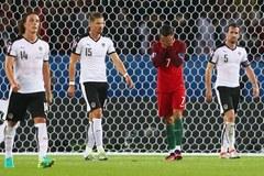Đá hỏng penalty, Ronaldo vẫn bất khả xâm phạm