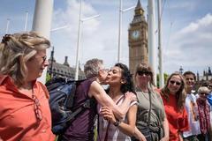 Dân châu Âu khóa môi mời Anh ở lại EU