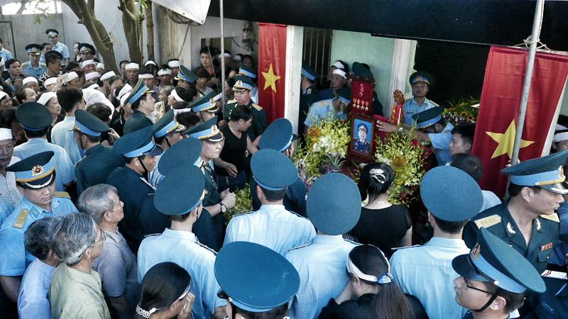 Vì sao phi công Nguyễn Hữu Cường không thể đến viếng Đại tá Khải?