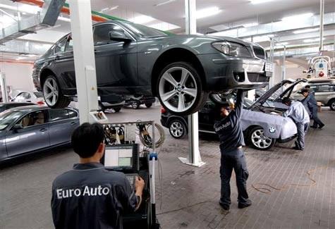 Đi ô tô Đức tốn hơn xe Nhật: Nỗi khổ chơi sang