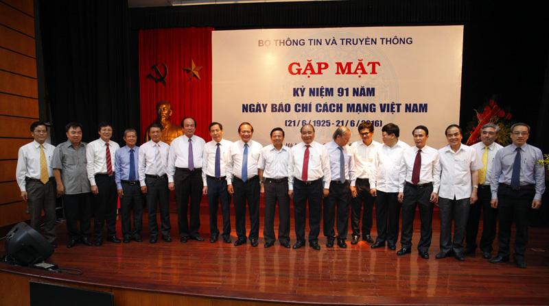 Thủ tướng Nguyễn Xuân Phúc,Bộ trưởng TT&TT Trương Minh Tuấn, báo chí, mạng xã hội