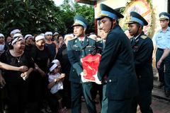 Tiễn biệt phi công Trần Quang Khải về đất mẹ