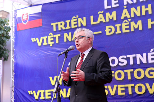 """Khai mạc Triển lãm Ảnh và Tuần phim """"Việt Nam - Điểm hẹn Thế giới 2016"""""""