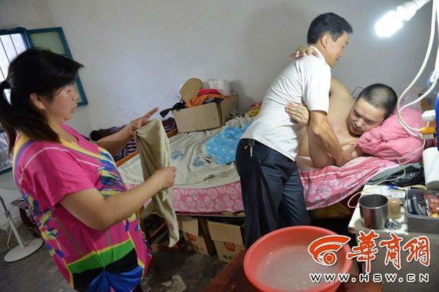 Vợ lấy chồng mới để chăm cho chồng cũ