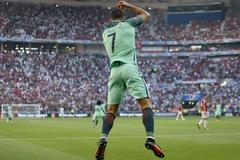 Hết tịt ngòi, Ronaldo lập luôn siêu kỷ lục