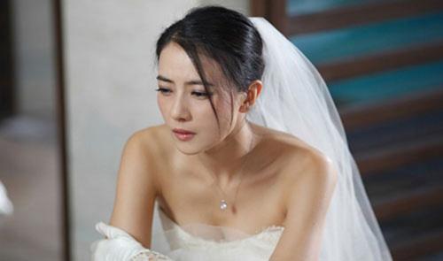 Bóc phong bì cưới của bạn chồng, tôi chết lặng!