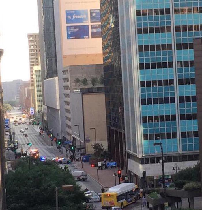 Bị dọa bom, tá hỏa sơ tán khỏi tòa tháp 50 tầng