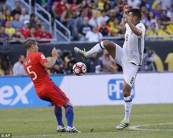 Đả bại Colombia, Chile tái ngộ Argentina ở chung kết