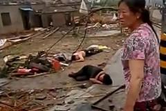 Lốc kèm mưa đá kinh hoàng ở TQ, hàng chục người chết