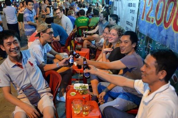Có phải cứ uống bia ngoại nhập mới là 'chịu chơi'?