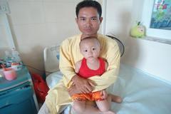 Bố mẹ phụ hồ, con trai bị ung thư tiền đâu chữa bệnh?
