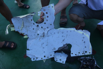 Trục vớt nhiều mảnh vỡ của tiêm kích Su-30MK2