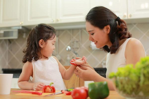 Để việc ăn uống của con dễ dàng hơn, chỉ cần áp dụng ngay chiến thuật sau