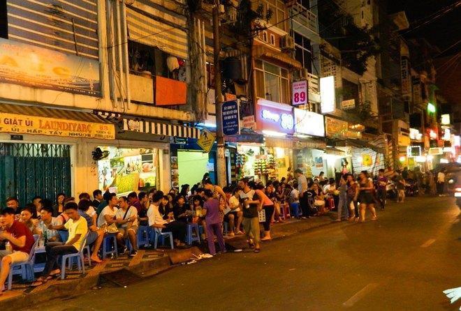 """Người Sài Gòn nói gì về """"siết"""" thời gian nhậu đêm?"""