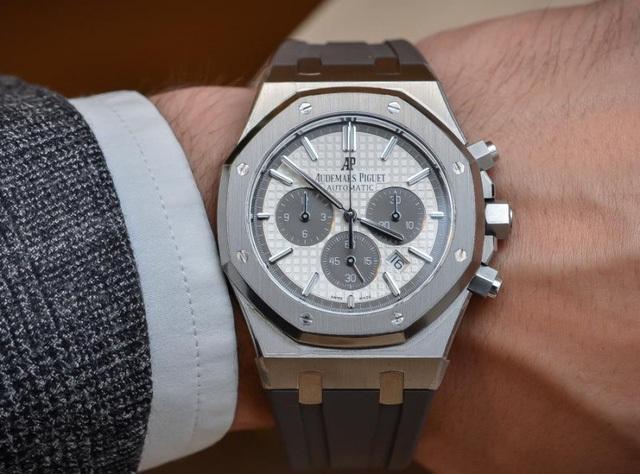 Bỏ 3 triệu thuê đồng hồ Rolex đeo làm sang