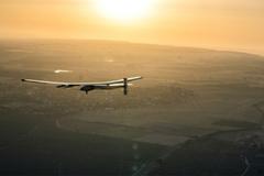 Máy bay Solar Impulse 2 vượt đại dương, an toàn hạ cánh châu Âu