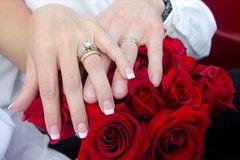 Kiếm không đủ tiền cho vợ: Đàn ông sợ kết hôn