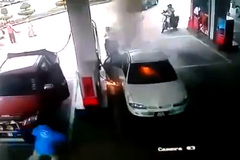 Tai nạn kinh hoàng, bé bật lửa lúc mẹ đổ xăng