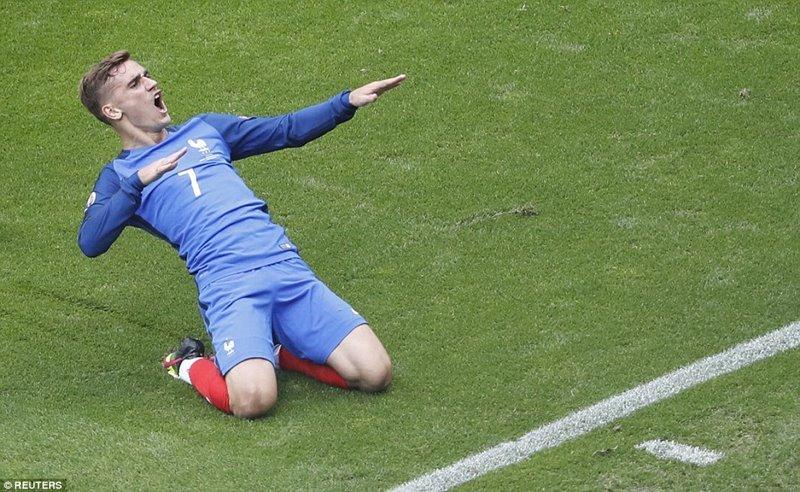 Người hùng Griezmann đưa Pháp vào tứ kết
