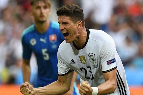 Gomez goal