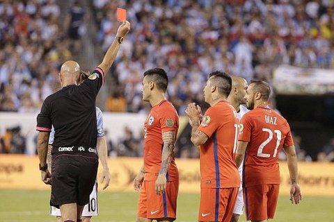 Diaz thẻ đỏ