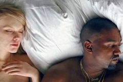 Taylor Swift giận tái mặt khi thấy mình khoả thân trong MV