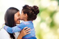Làm 3 điều này hằng ngày để nuôi dạy những đứa trẻ hạnh phúc