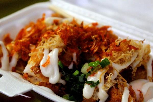 Cơn sốt bánh mì nướng muối ớt của giới trẻ Sài Gòn