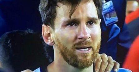 Messi khóc như mưa vì sút hỏng penalty