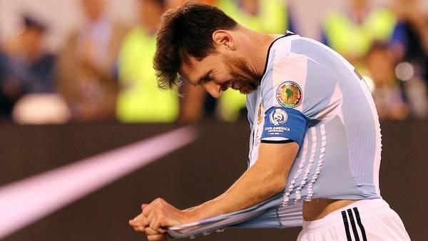 Thua Chile, Messi tuyên bố 'nghỉ chơi' với Argentina