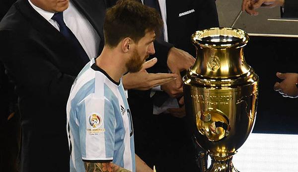 Argentina bại trận: Đừng khóc cho Leo Messi!