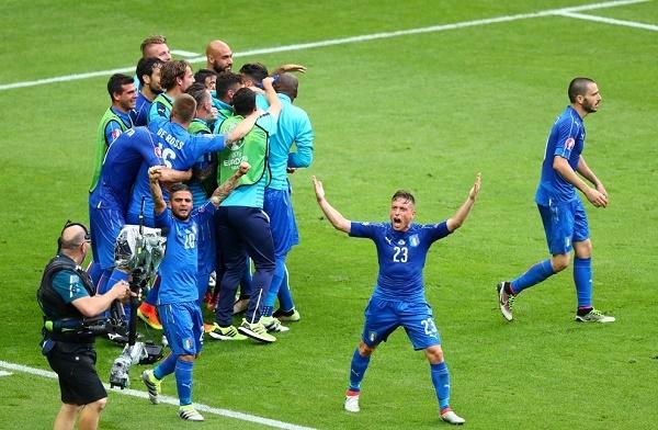 Thầy trò Conte lên tiếng, HLV Del Bosque thấy 'xấu hổ'