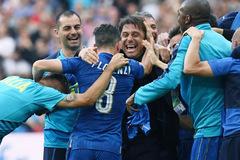 """Italia: Bầu nhiệt huyết Buffon và """"chất điên"""" Conte"""
