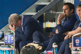 Anh thua sấp mặt, HLV Hodgson xin từ chức