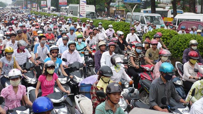 Cấm xe máy tại Hà Nội: Phải tính phương án dân đi lại bằng gì?