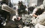 Giây phút kinh hoàng lính Mỹ trúng hỏa lực đối thủ