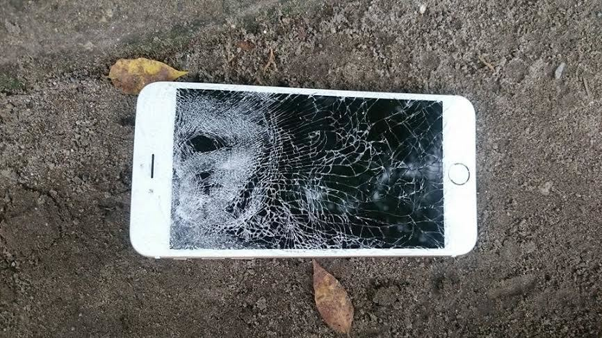 Hà Nội: CSGT bị đập nát điện thoại, giật thẻ ngành