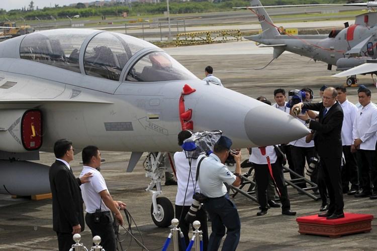 Philippines tăng tốc trữ vũ khí ứng phó TQ