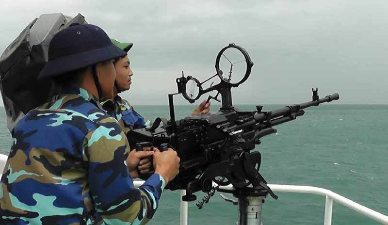 Hải quân kiểm tra bắn đạn thật trên biển