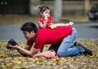Những ông bố Việt Nam chăm con lay động lòng người