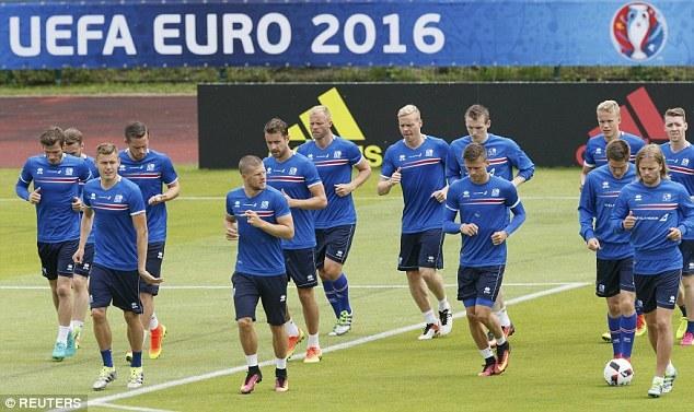"""Tuyển Iceland """"ủ mưu"""", quyết gây địa chấn trước Pháp"""